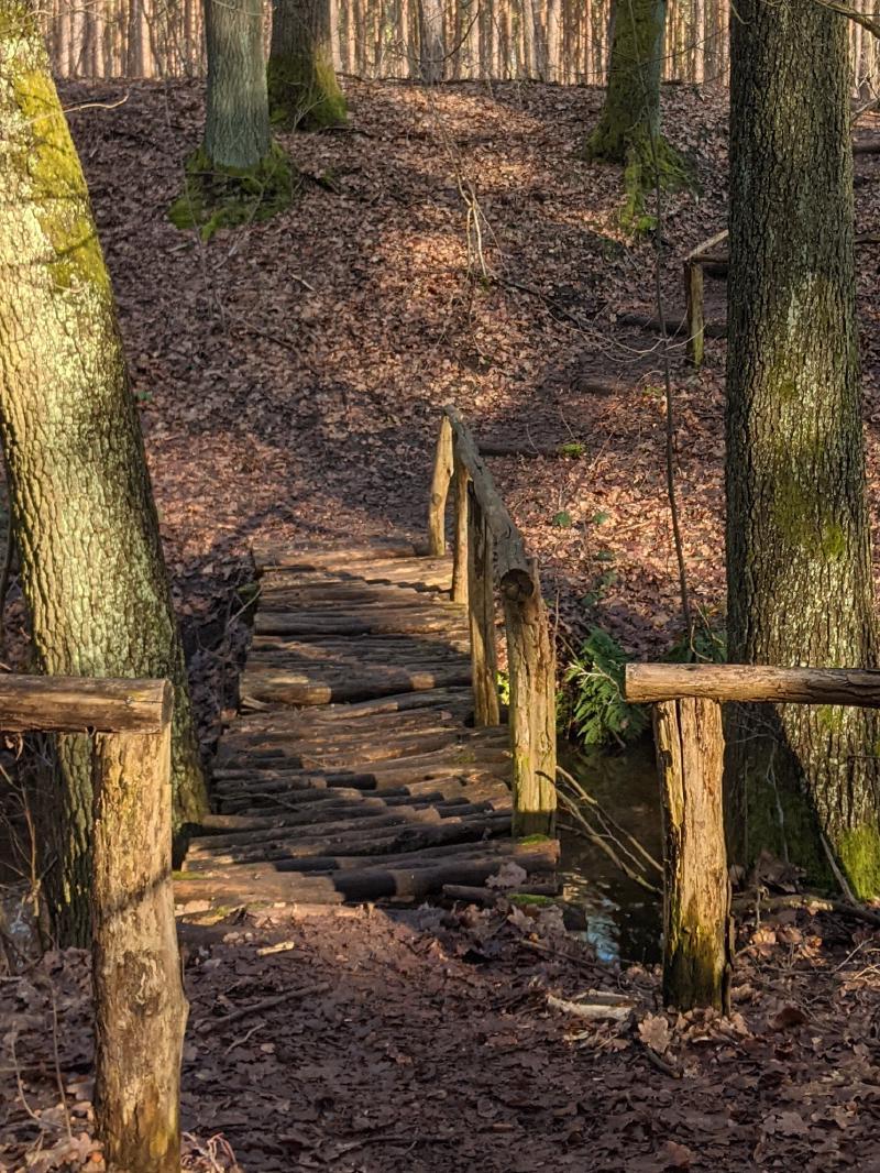 Klapprige Holzbrücke